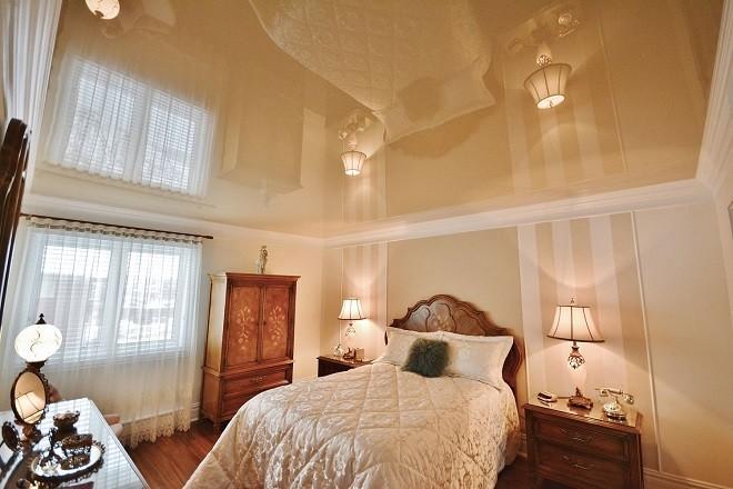 цвета натяжных потолков для спальня