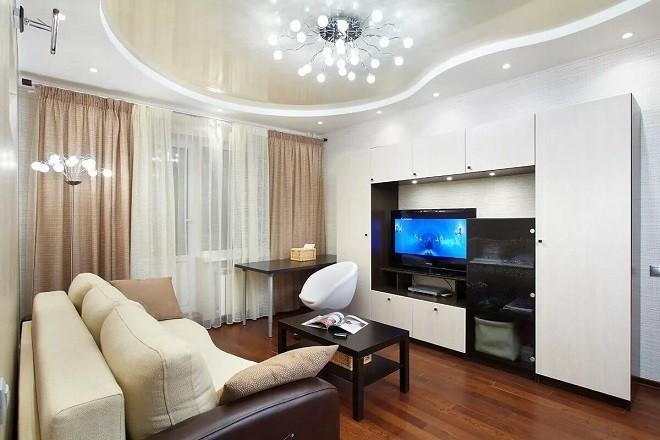 Дизайн натяжного потолка в гостиной: виды, материалы, освещение