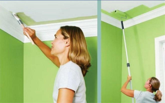Как красить обои на потолках, чтобы не испачкать стены