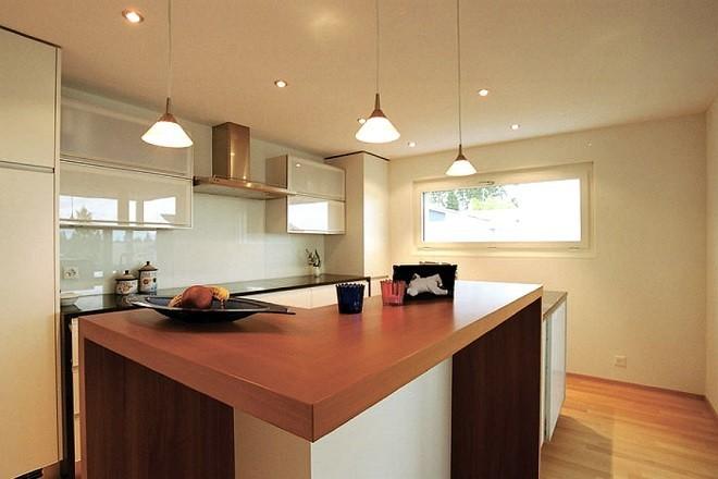Как помыть натяжной потолок в кухне