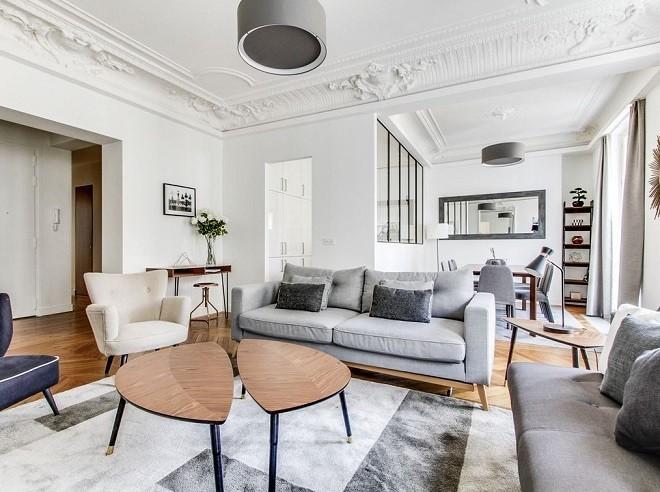 Меловая побелка – идеальный вариант для гипсового потолка с лепными элементами