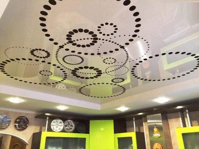 Правила выбора дизайна перфорированного натяжного потолка
