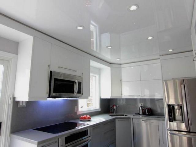 Типы натяжных потолков на кухне