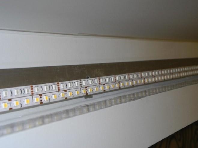 монтаж светодиодеой ленты двухуровневого потолка из гипсокартона с подсветкой
