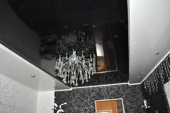 натяжной потолок чёрно белый в рабочем кабинете
