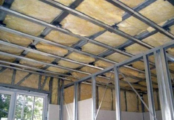 Как правильно крепить гипсокартон на потолок на каркасное основание