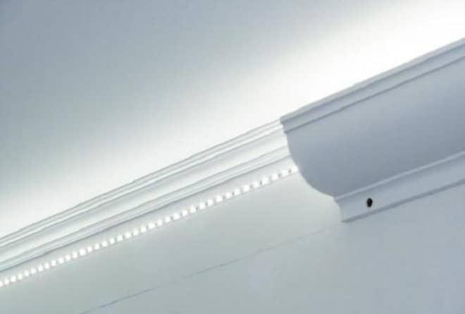 Как установить светодиодную ленту на потолок в плинтус