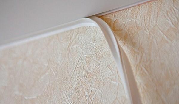 Установка маскировочной ленты натяжного потолка