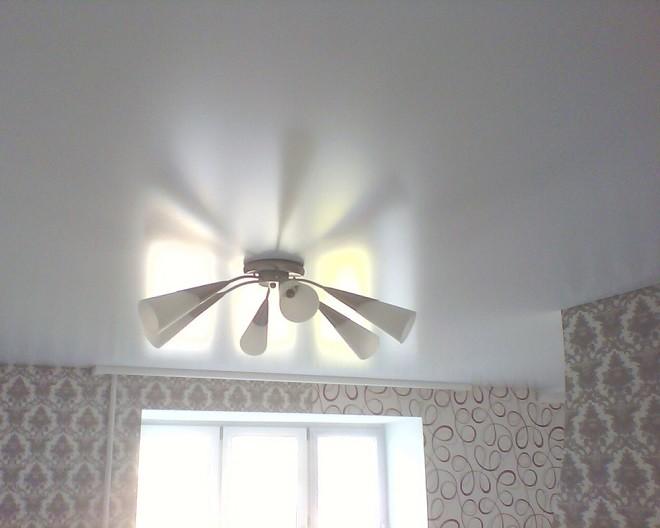 сатиновый потолок глянцевый