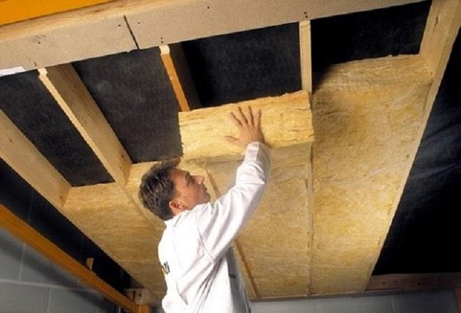 Особенности отделки потолка в частном доме