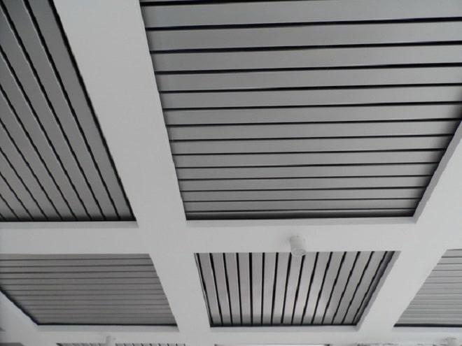 Реечные потолки в сочетании с натяжным полотном или гипсокартонными вставками