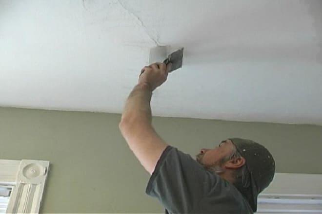 как заделать трещину на потолке своими силами