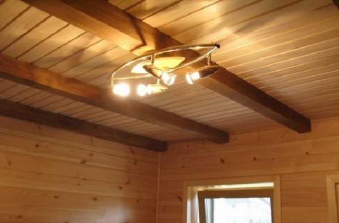 из чего сделать потолок в деревянном доме