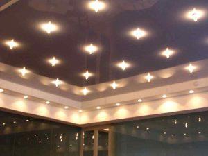Расположение светильников на натяжном потолке