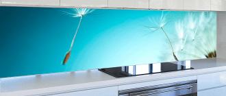 Фартуки для кухни из стекла