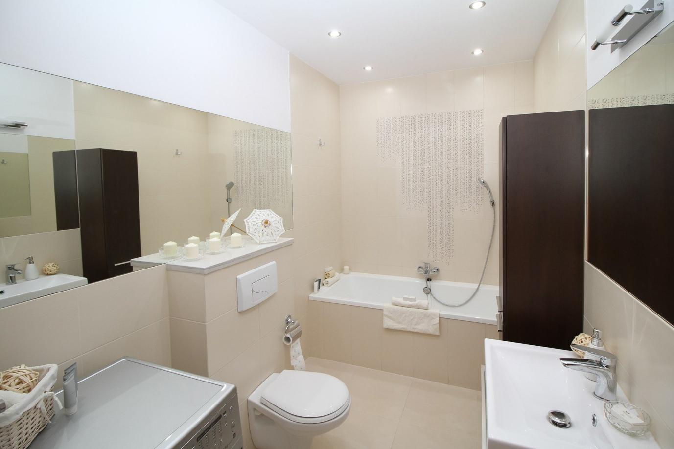 Натяжные потолки в ванную и кухню: почему ПВХ-пленка – это идеальное решение