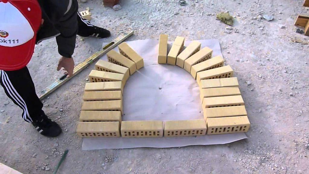 Круговая арочная кладка из кирпича