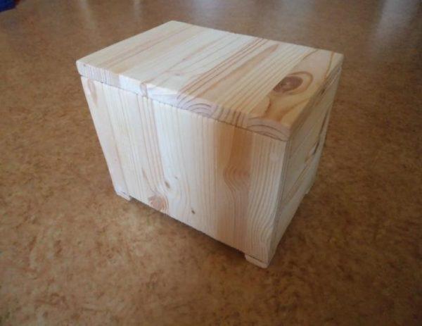Собранный сундучок из дерева