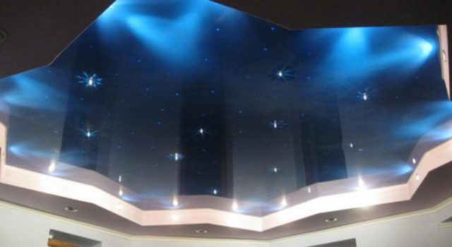 Натяжной потолок на кухне -100 лучших фото - вариантов в интерьере