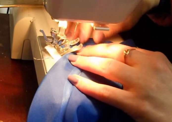 Швейная машинка и ткань