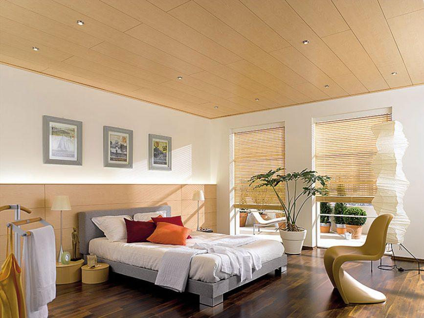 В спальнях потолок может выполняться разнообразными способами