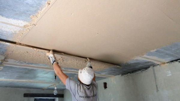 Штукатурка потолка под правило