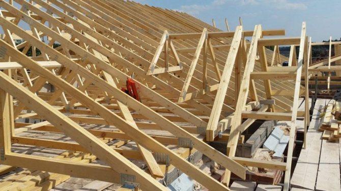 Потолок в каркасном доме: утепление и варианты отделки