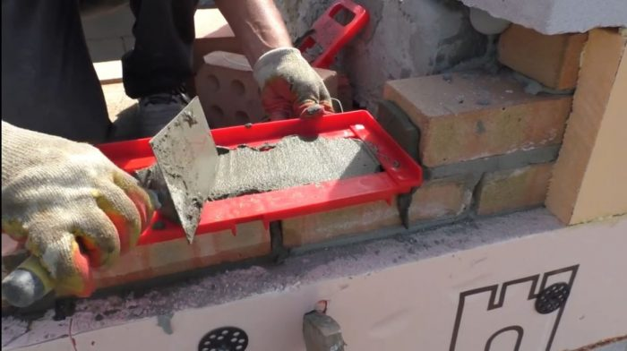 Инструменты для каменной кладки: обзор и описание нужных «приспособ»
