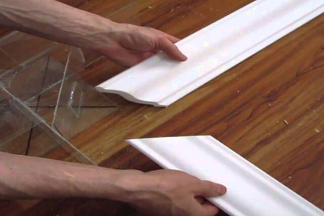 как клеить широкий потолочный плинтус